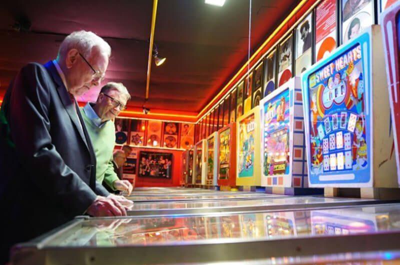 Warren Buffet dan Permainan Pinball