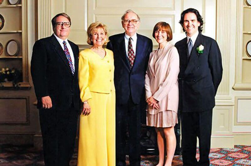 Profil Warren Buffett Warren Buffet Bersama Keluarga