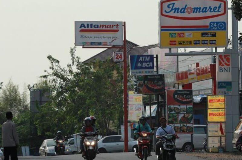 Alfamart ataupun Indomart menyasar pusat keramaian