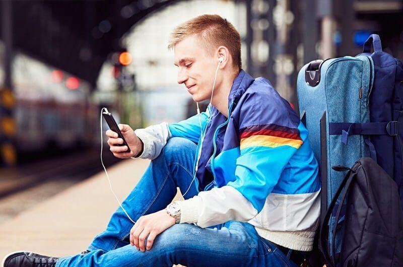 Desain handphone yang ergonomis cocok untuk traveling. image by jetsetter.com