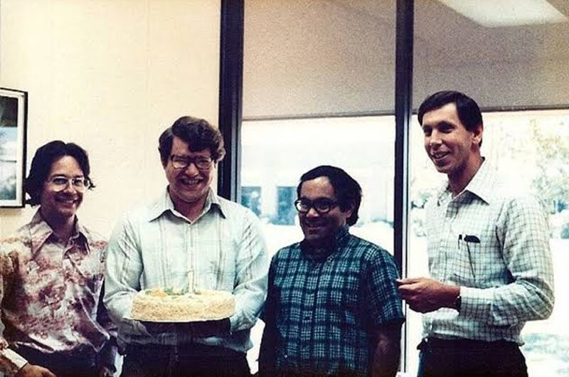 Rekan-rekan seperjuangan Larry Ellison, (dari kiri) Ed Oates, Bruce Scott, Bob Miner